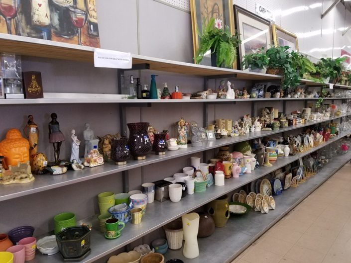 vases, art and decor on shelf at thrift store in azusa